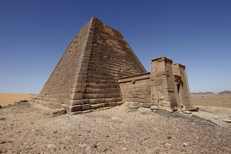 Meroe pyramidal tomb