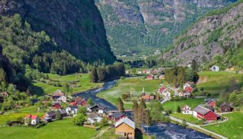 10 Top Tourist Attractions in Norway (with Photos & Map