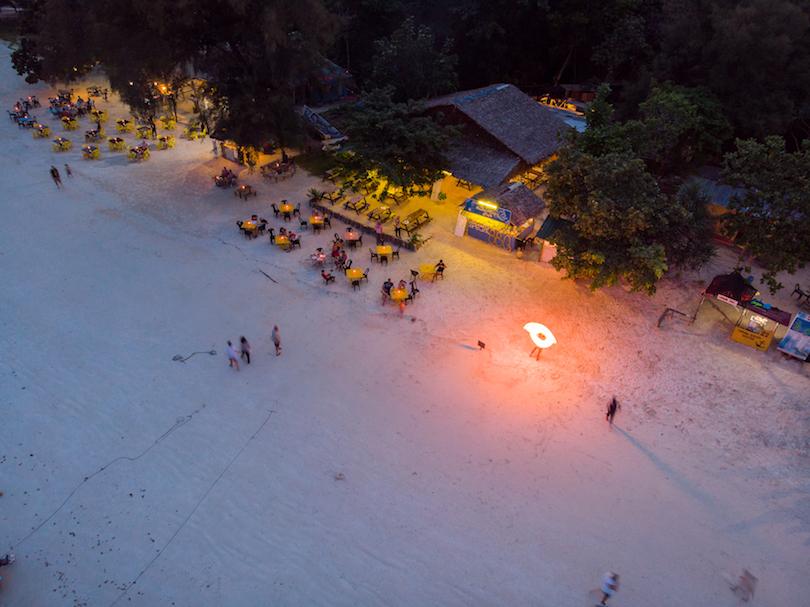 Main Beach (Besar)
