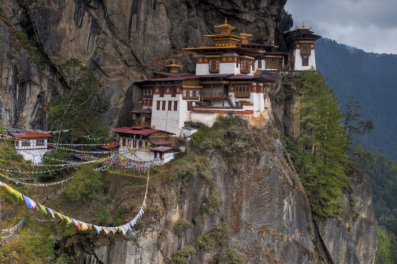 IMAGE(https://www.touropia.com/gfx/d/amazing-buddhist-monasteries/taktsang_dzong.jpg?v=3a19fcd5997310422a2cfd893e0c6f88)