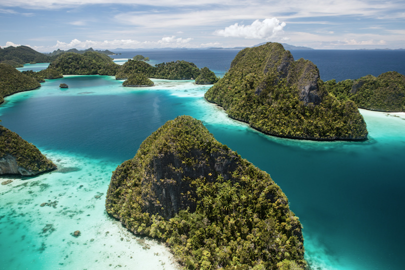 https://www.touropia.com/gfx/d/best-places-to-visit-in-indonesia/raja_ampat_islands.jpg?v=1