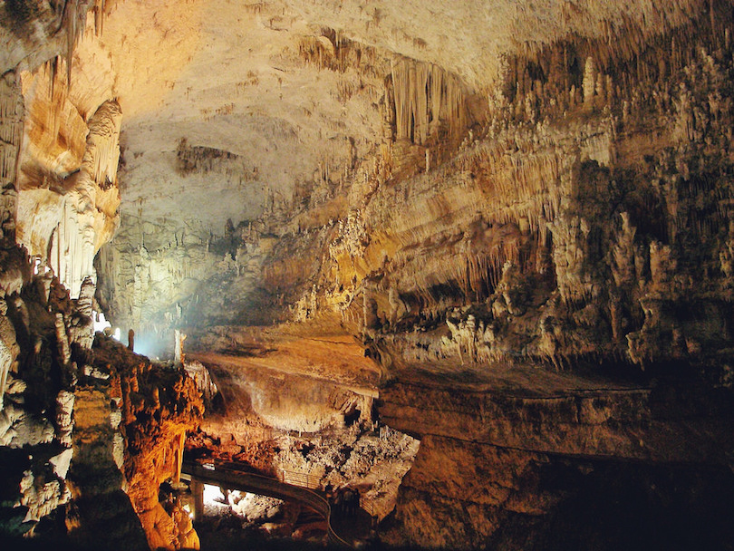 10 Famous Underground Caves in the World (with Photos ...