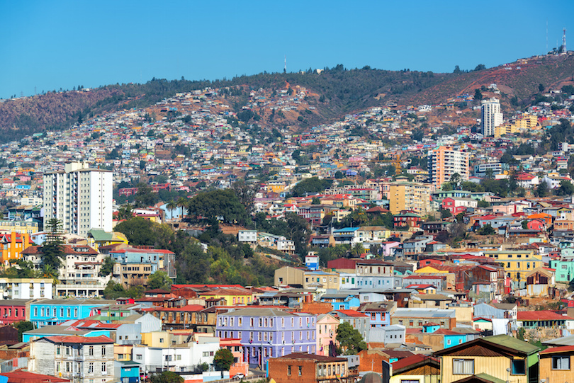 https://www.touropia.com/gfx/d/tourist-attractions-in-chile/valparaiso.jpg?v=1