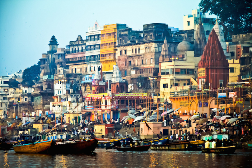 https://www.touropia.com/gfx/d/tourist-attractions-in-india/varanasi.jpg?v=28542d5f36985df7f729a36f5e5237b7