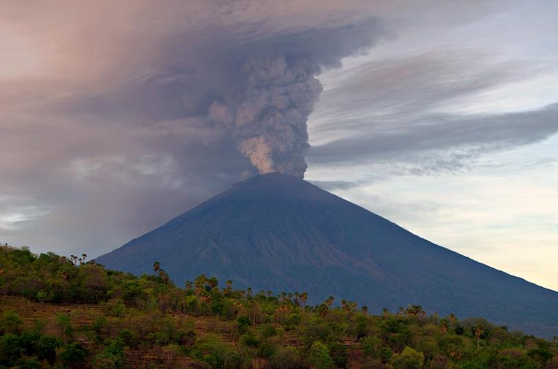 کوه آگونگ