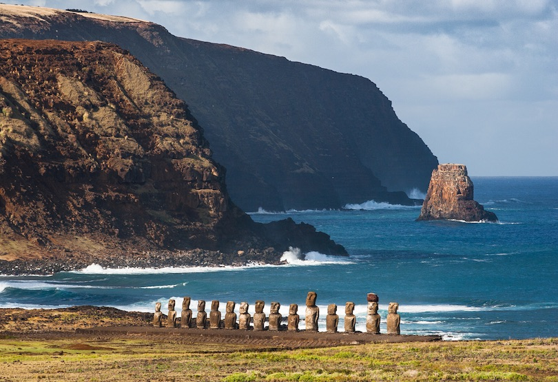 https://www.touropia.com/gfx/d/world-famous-statues/easter_island.jpg?v=1